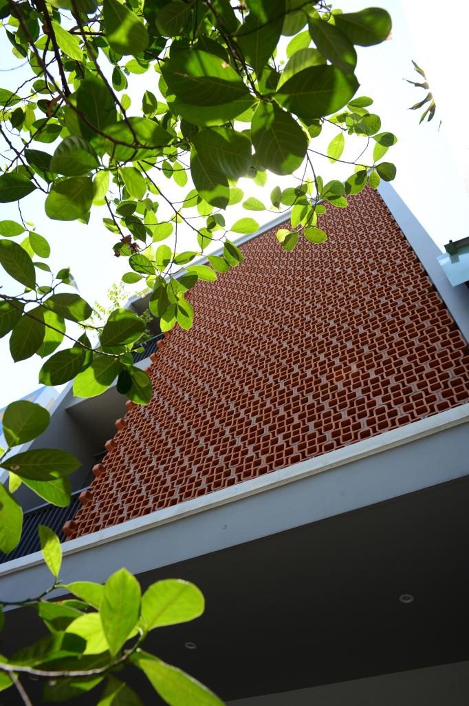 nhà 3 tầng trong hẻm