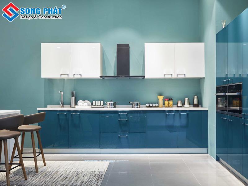 Phòng bếp cho nhà cấp 4 với tone màu xanh biển đẹp mắt