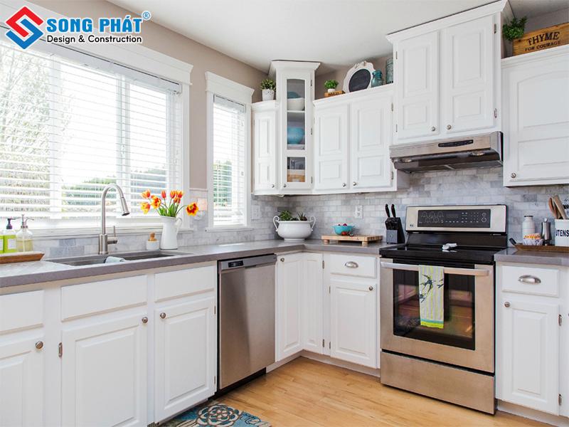 Mẫu thiết kế phòng bếp với tone trắng sang trọng