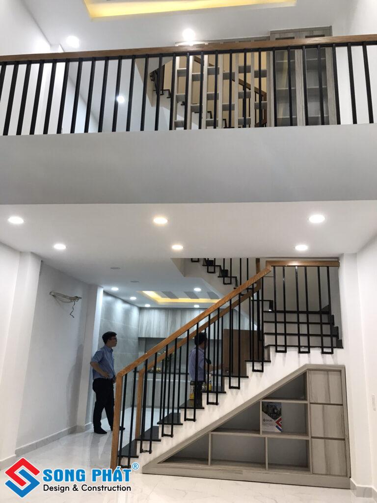 Nhà phố 4 tầng 1 lửng 1 sân thượng.